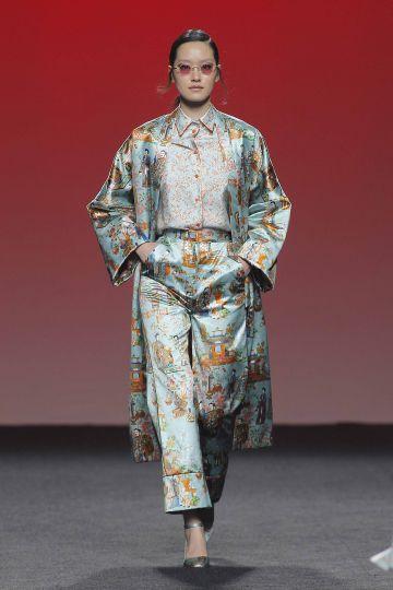 Abrigo estilo kimono en satin print