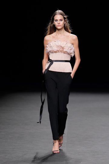 Strapless neckline top+Straight trousers
