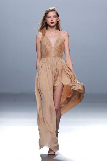 Vestido largo en muselina nude