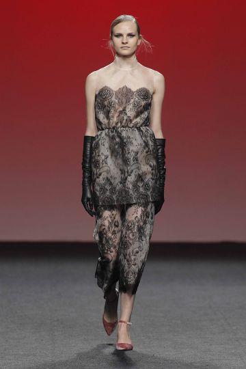 Vestido mini de encaje