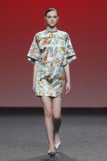 Vestido mini de mangas japonesas