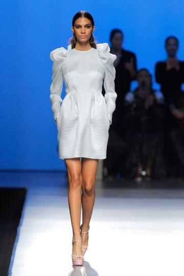 Vestido corto con abulonadas