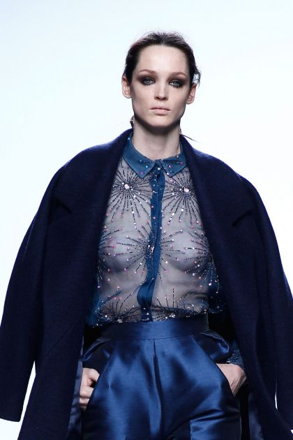 Cuerpo de organza bordada en seda natural