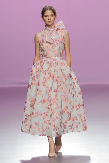 Top con lazada & Falda floral