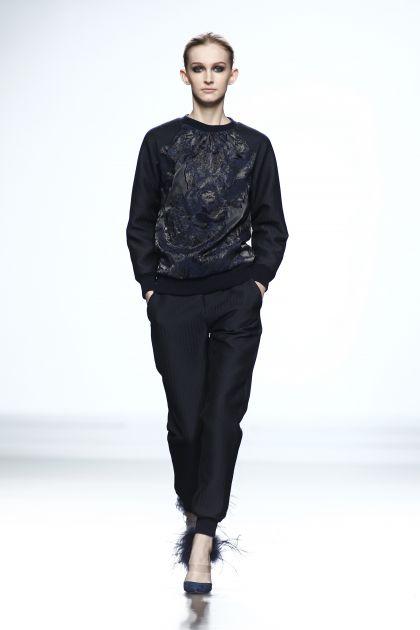 Sweatshirt & trousers with elastics