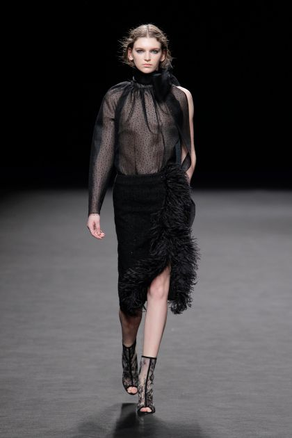 Asymmetric plumeti top+Midi skirt, with large side opening topped with ostrich feathers.