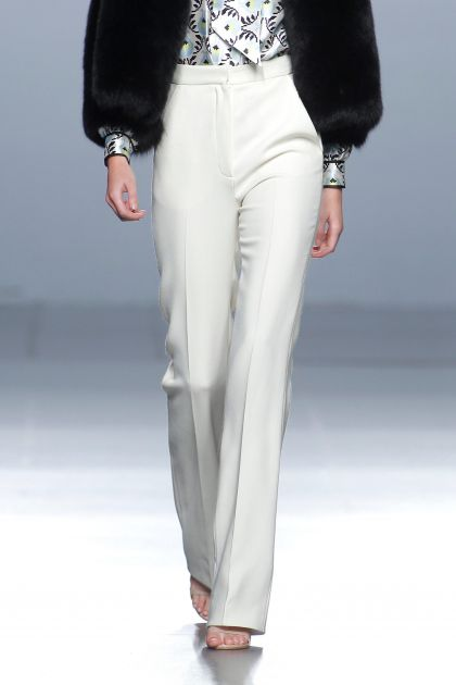 White wool crepe trousers