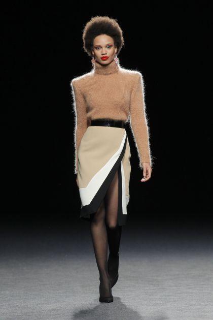Falda midi wool crepe