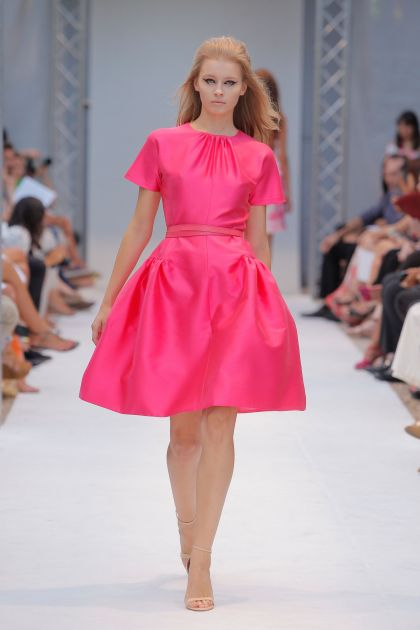 Short sleeves dress with volume