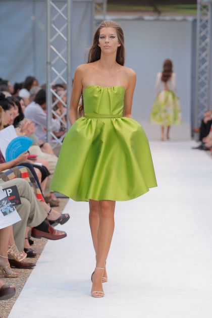 Strapless dress with pleats and volume
