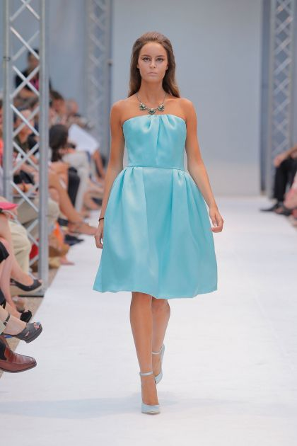 Strapless dress with volume