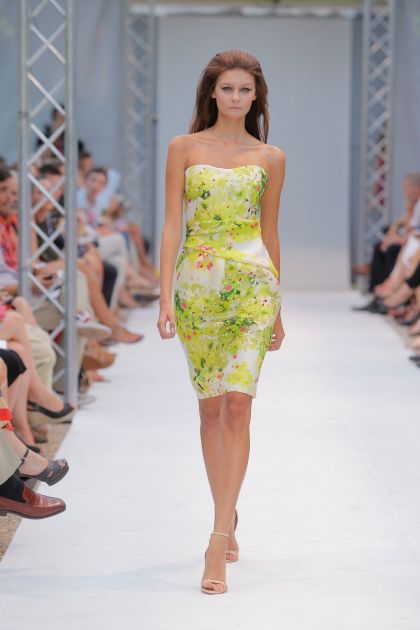 Strapless dress with floral print