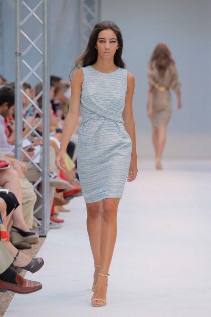 Sleeveless dress crossed on the waist