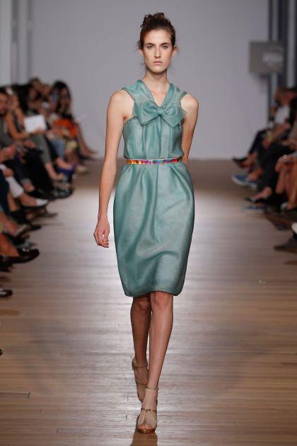 Sleeveless dress with bow