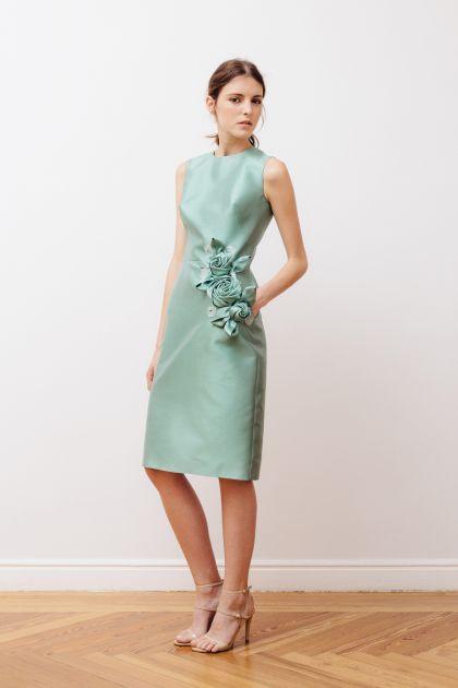 Vestido con bordado asimétrico